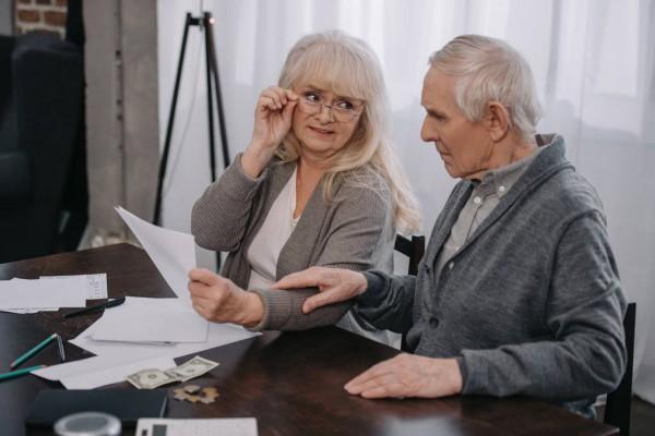 Забытые дома очки помогли пенсионеру разбогатеть на 12 миллионов рублей