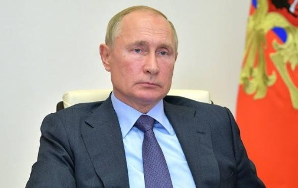 Путин решил сделать длительные майские выходные