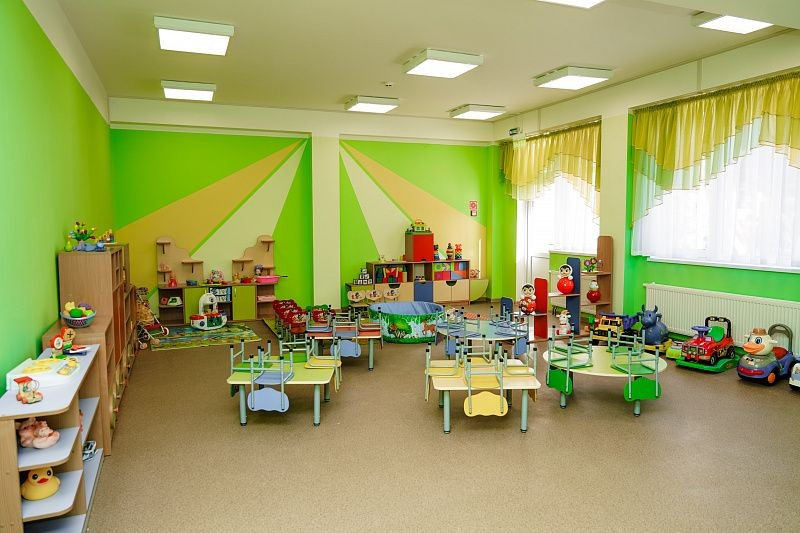 Путин объявил выходными дни с 1 по 10 мая 2021 года: как работают детские сады в России