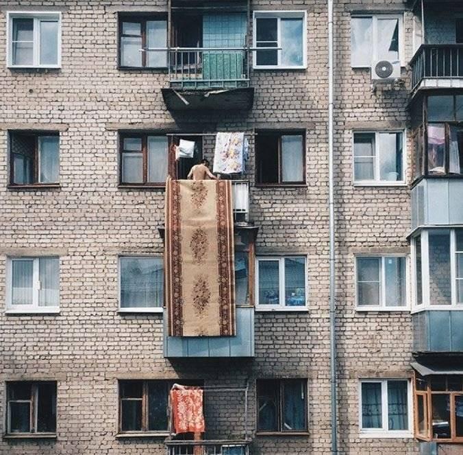 Разрешается ли по закону вытряхивать домашние вещи с балкона