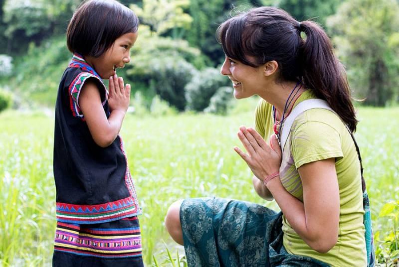 Какие жесты и слова могут быть восприняты в других странах, как враждебные и неприличные
