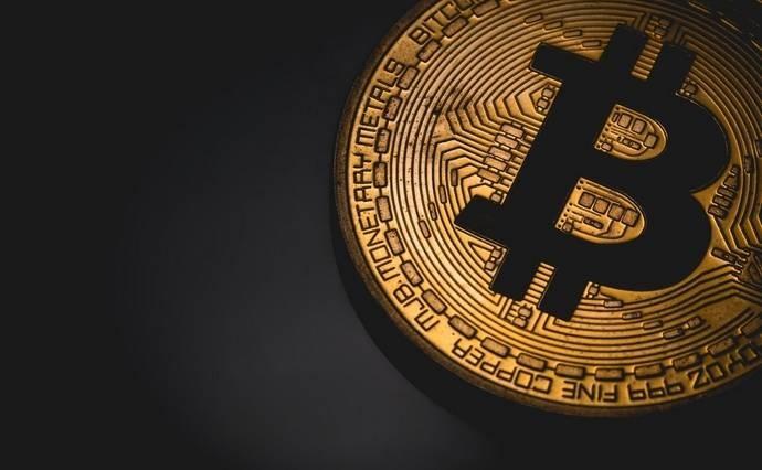 Почему биткоин растёт, несмотря на обвал цен на остальные криптовалюты