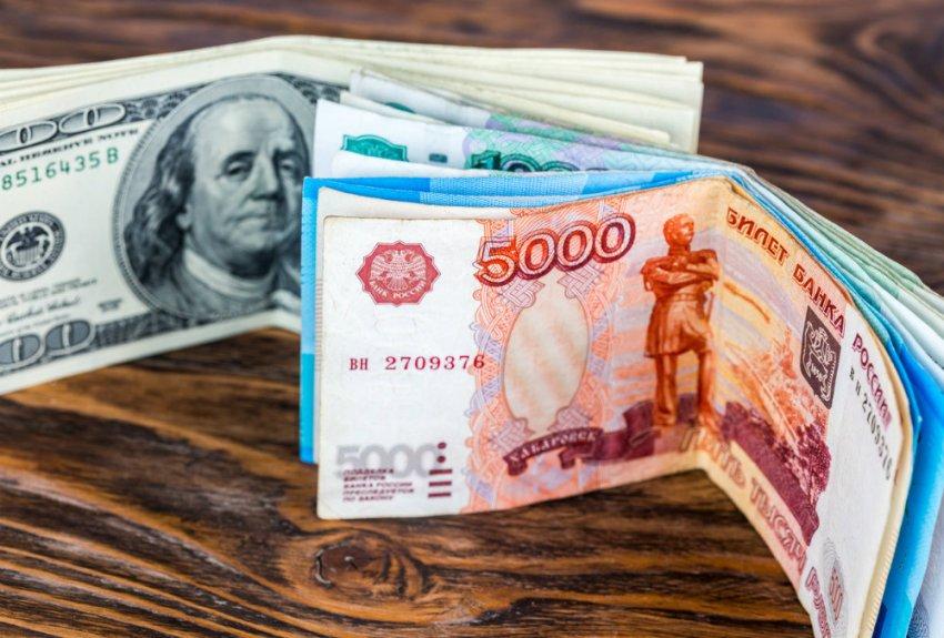 Назло США: что будет с рублем после майских праздников и стоит ли покупать доллары