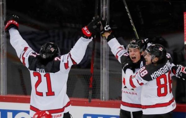 Сборная России по хоккею не смогла одолеть канадцев на ЧМ-2021