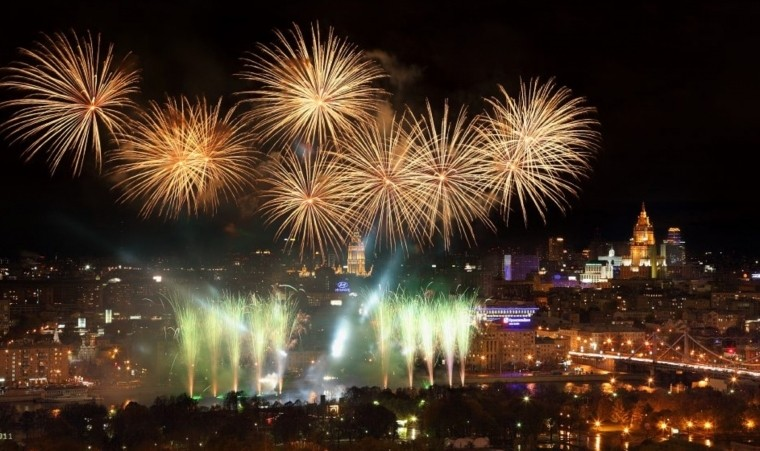 Салюту быть: в День России 2021 года над Москвой прогремит праздничный фейерверк