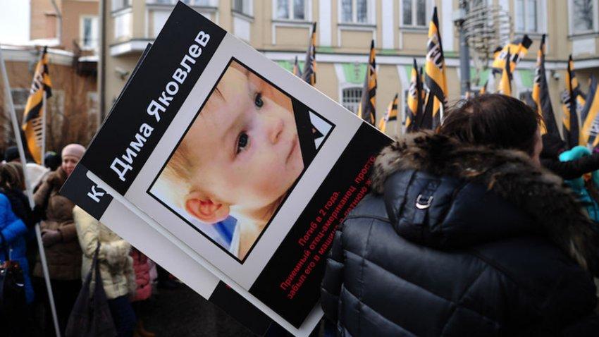 «Закон Димы Яковлева»: Собчак жестко потроллила экс-участницу «Тату»