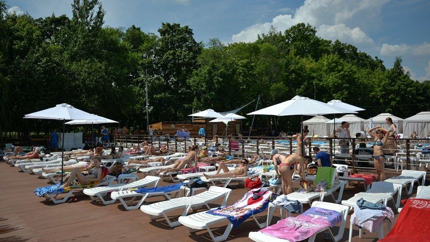 Где можно купаться и загорать этим летом в Москве, бесплатные пляжи в 2021 году