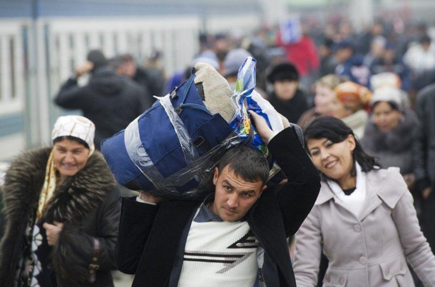 Голодные мигранты и горящая больница в Москве: что случилось в России и мире 25 июня 2021 года