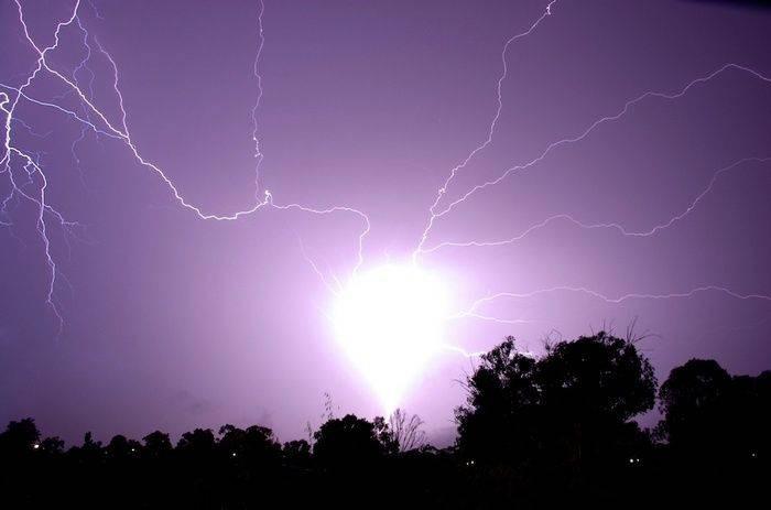 Существование шаровой молнии подтверждают очевидцы и опровергают ученые