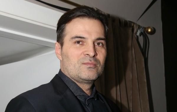 Актер Александр Дьяченко пытается справиться с коронавирусом