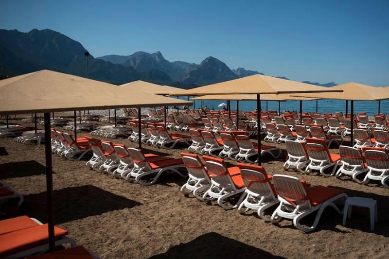 Турецкое правительство не хочет закрывать страну для туристов летом 2021 года