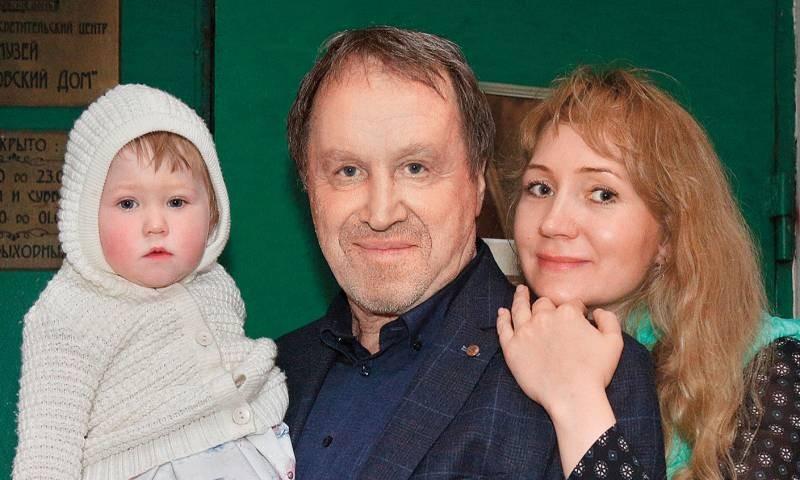 Владимир Стеклов госпитализирован с коронавирусом: что известно о здоровье актера
