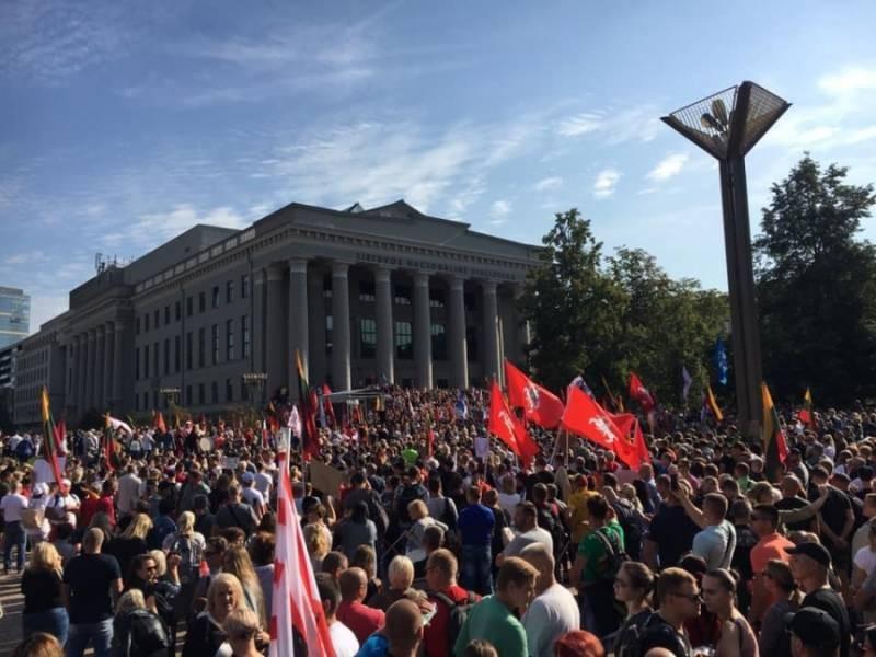 Антиковидные протесты в Литве сопровождаются беспорядками
