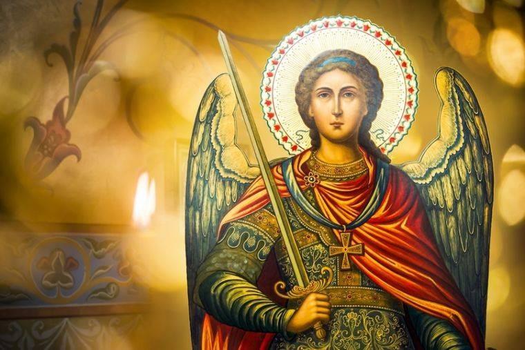 На Михайлово чудо нужно сходить на могилку родственников и близких
