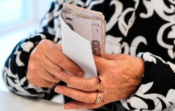 В Госдуме рассмотрят законопроект о повышении пенсий работающим пенсионерам