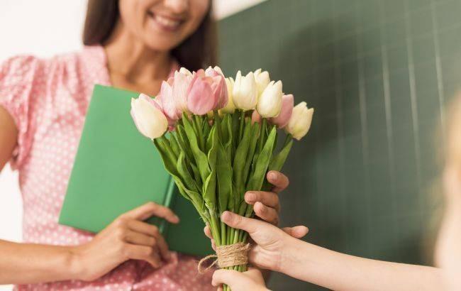 Что подарить на День учителя 5 октября 2021 года классному руководителю